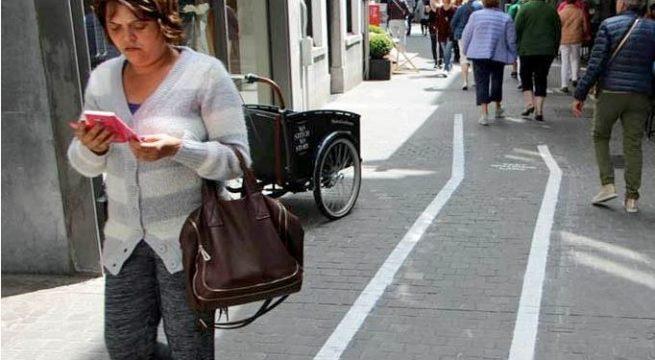 Di AS Pejalan Kaki yang Gunakan Ponsel Akan Didenda