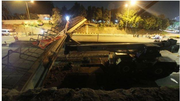 Jembatan Ambruk di Tol BSD Dievakuasi Dua Crane