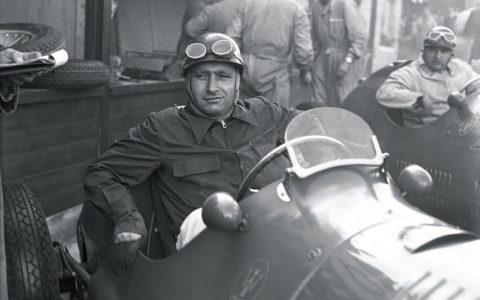 Juan Manuel Fangio pembalap formula one
