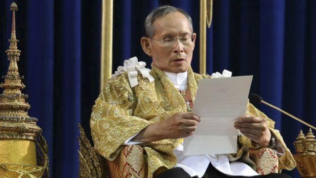 Raja Bhumibol Adulyadej Wafat